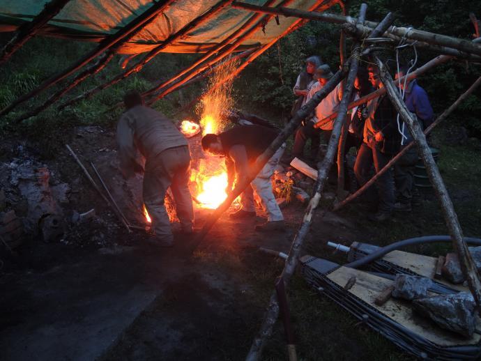 Stará huť u Adamova - květen 2015 - večerní vylomení pece