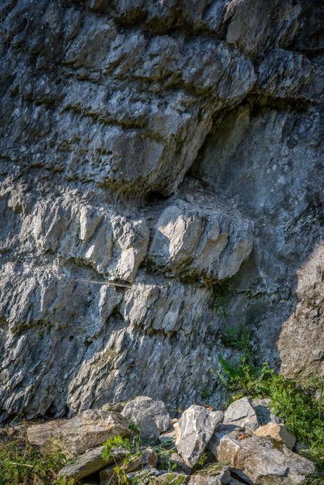 Zlom a posun hornin v detailu