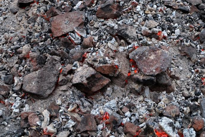 Stará huť u Adamova - vypražená železná ruda, květen 2016