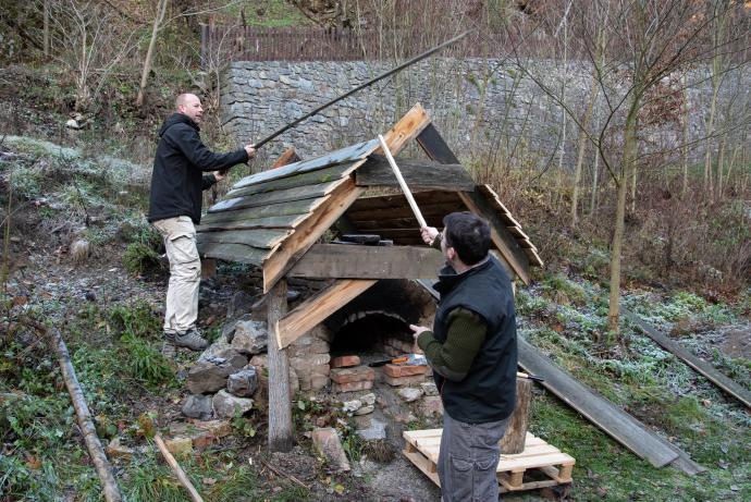 Stavba střechy nad potravinářskou pecí
