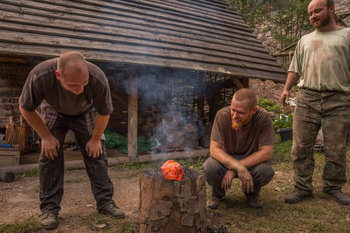Skupina z Čech s jejich hutnou železnou houbou