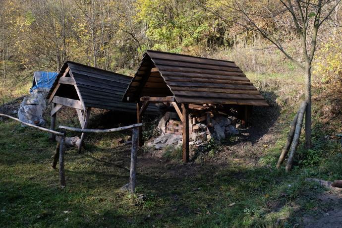 Hotová střecha nad chlebovou pecí