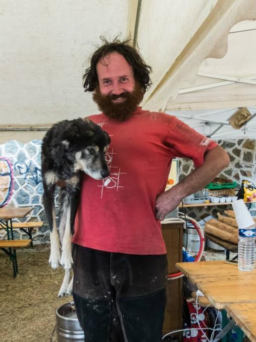 Kovář Thierry se svým kapesním psem
