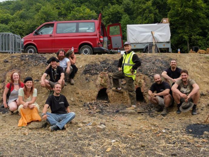 Naše skupina a vůz před odstřelem pecí