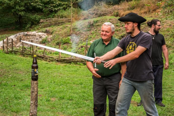 Příprava na sekání mečem