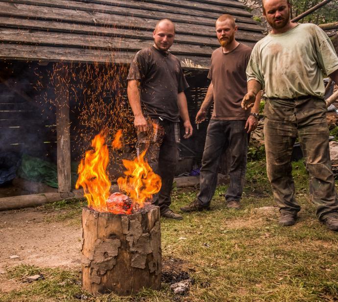 Hořící špalek